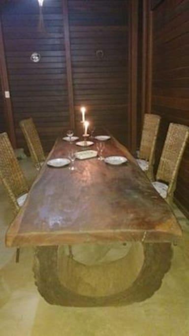 mesa de jantar da sala.