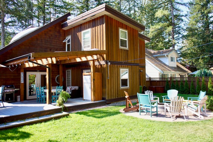 Cultus Sleeps 14 Pet Friendly & Close to  the Lake