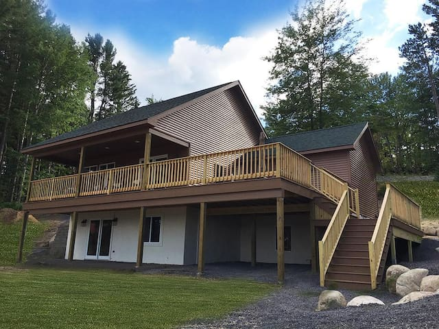 LAKEVIEW CABIN ~ WITH VIEWS/ACCESS TO HINCKLEY LAKE & PRIVATE BEACH