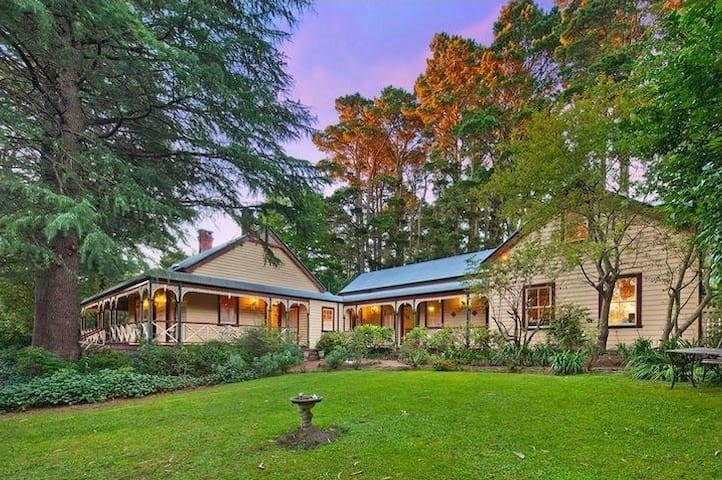 Historic 6 Bdrm Blue Mountains Home - Wentworth Falls - Huis