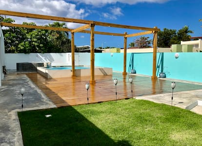 Caribbean Beach Studio-OPEN outdoor pool & patio!!