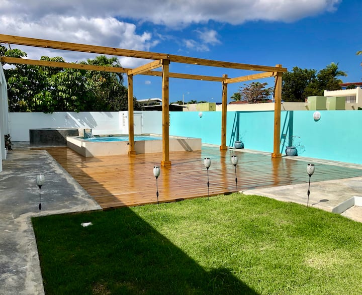 Caribbean Beach Studio-OPEN outdoor pool & patio!!