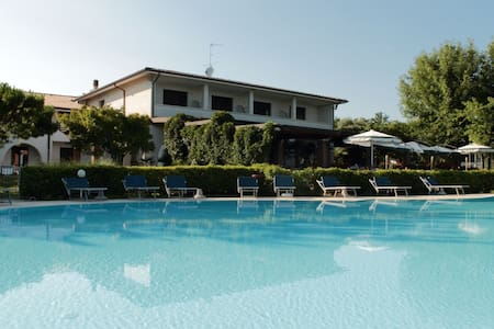 Residence Canestrelli Camera Matrimoniale - MONIGA del Garda - Bed & Breakfast