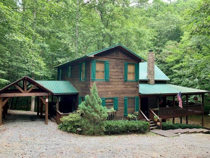 Wandering Creek Lodge / Mountains and creeks!