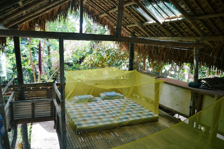 Wake up to birds songs @private hut or family room