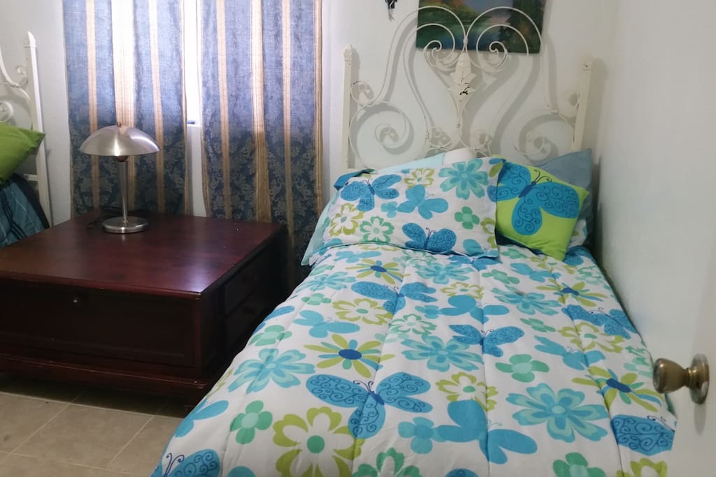 1 bedroom with 2 twin beds