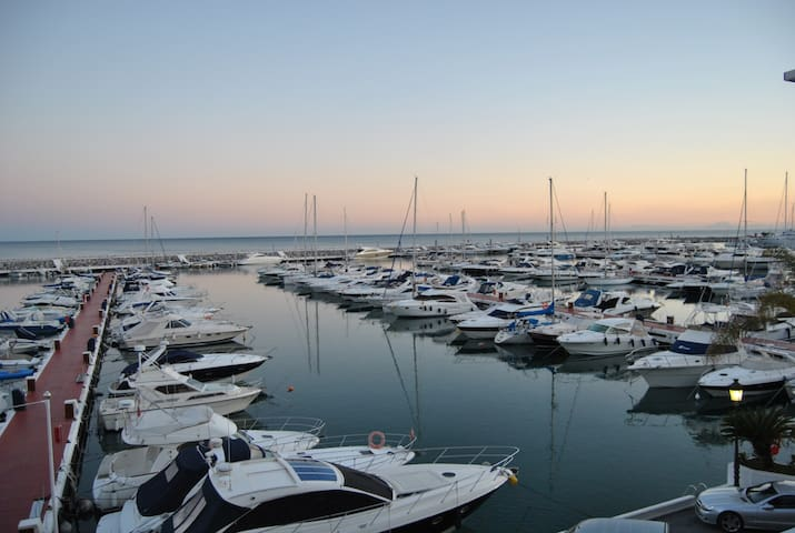 Amazing views Frontline marina penthouse in Banus