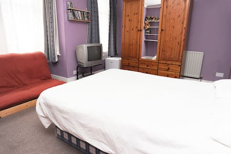 Double Room in friendly,family Home - 倫敦