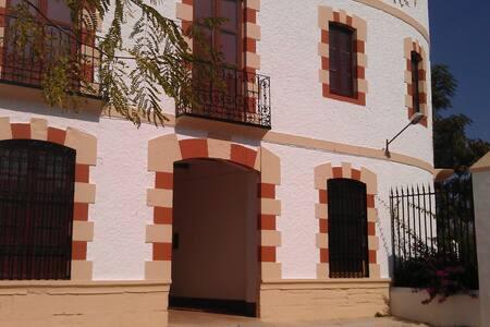 Casa del Manijero. Entre olivos. - Jaén