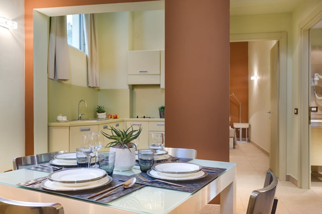 Cucina e Zona pranzo  Kitchen and Dining room
