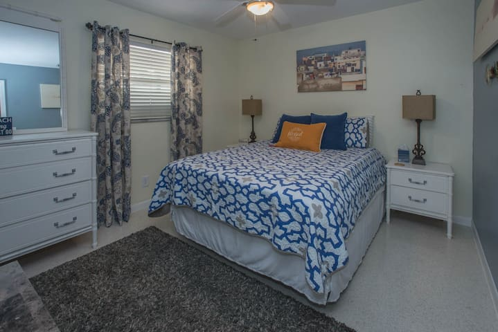 Cozy Room Near Inter-Coastal Beach
