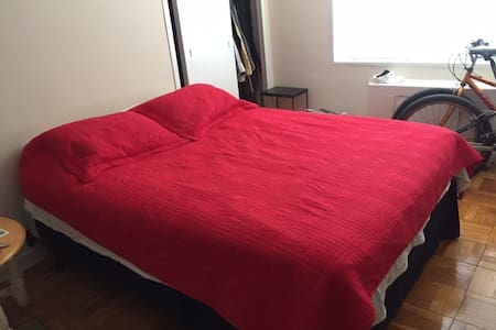 Great 1 Bedroom, Across from Nat. Cathedral in DC! - 華盛頓