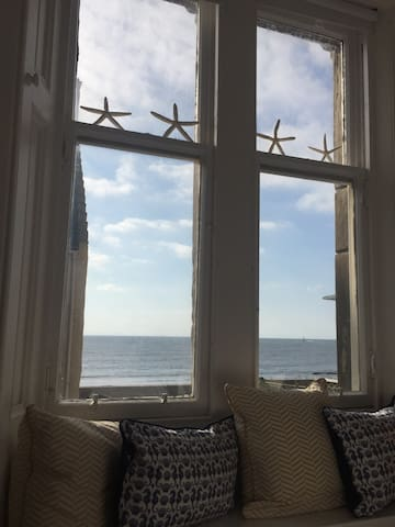 Watch the sea from your bed, or read a book at the window seat....complete relaxation.