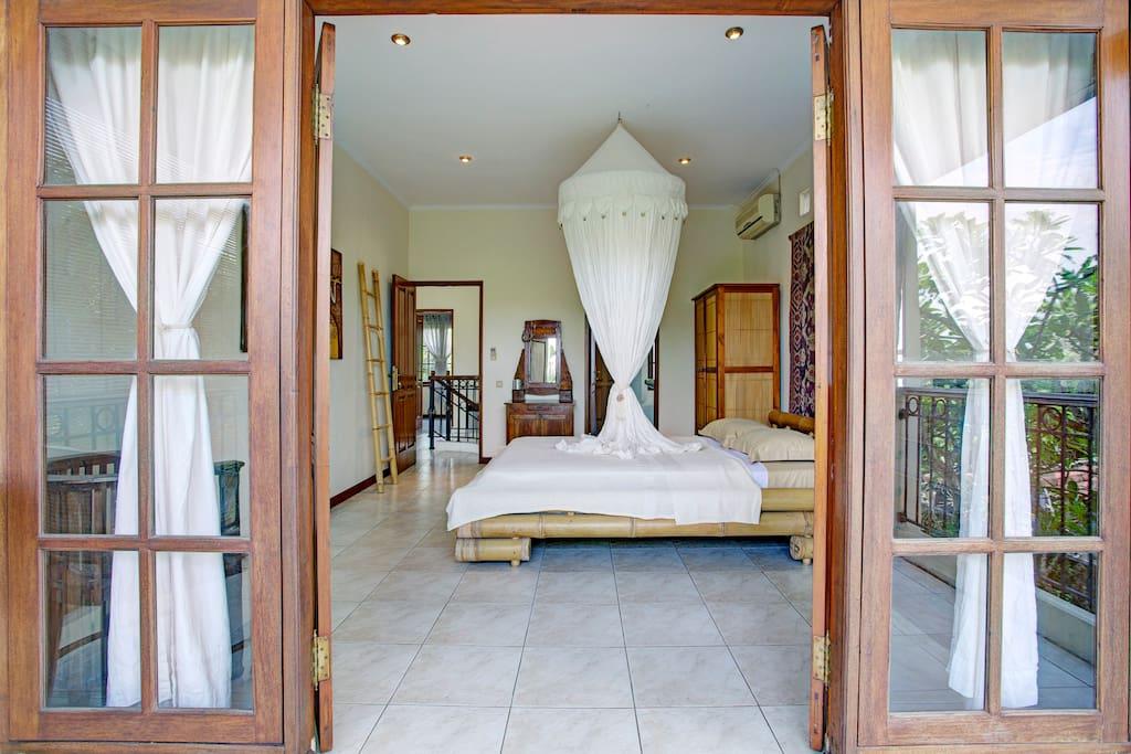Hauptschlafzimmer, Blick zum Flur