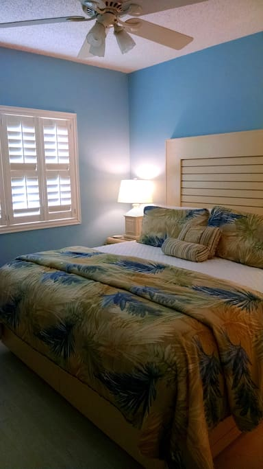 Bedroom with Therapedic Mattress Pad and Cuddledown Pillows.....very comfortable!!