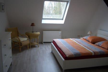 Cosy and spacious attic apartment - Bochum