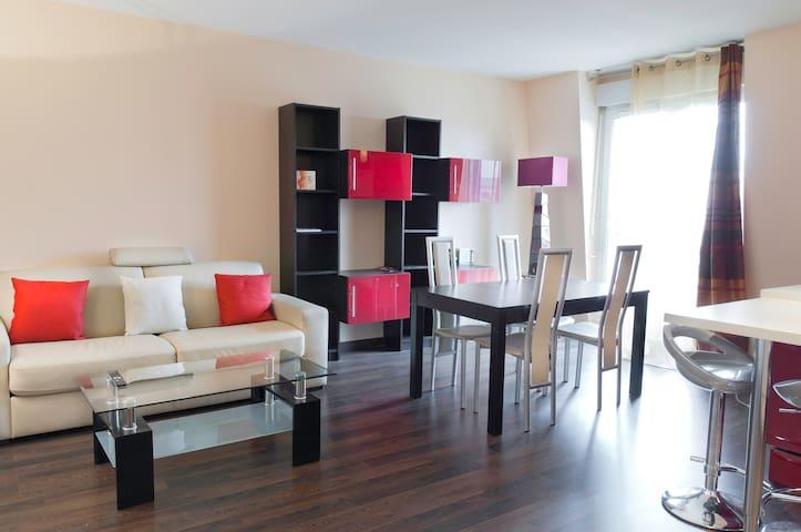 Beautiful apartment in Val d'Europe - シェシー - アパート