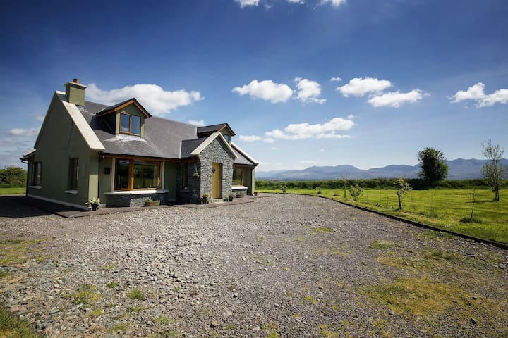 Cosy Home in Killorglin-Ring Of Kerry-nearby Golf - Kerry - Casa
