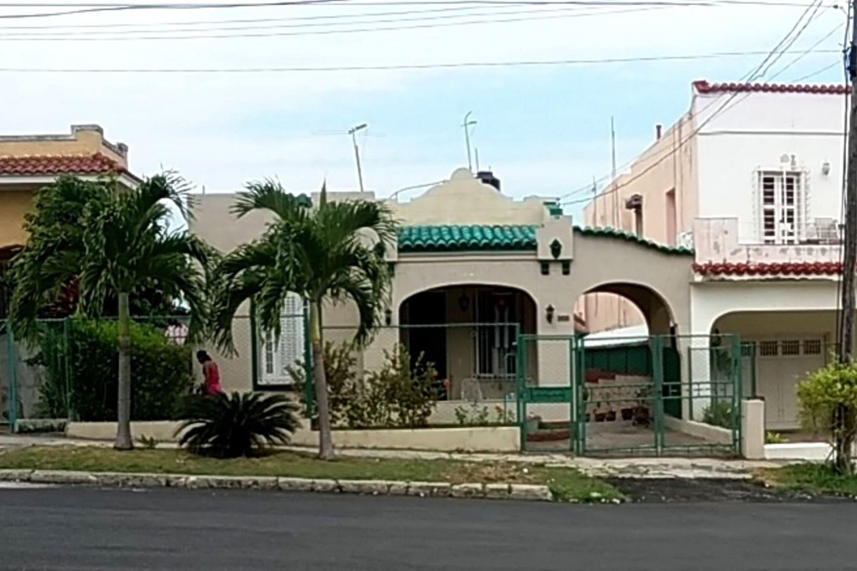 Casa Calle 49 front view