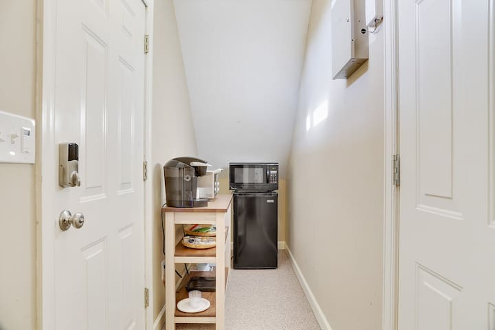Kitchenette with Microwave, toaster oven, Keurig coffee maker and water cooker. Trader Joe's and Whole Foods are easy walks