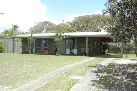Noosa / Marcus: House 200m to beach - Marcus Beach