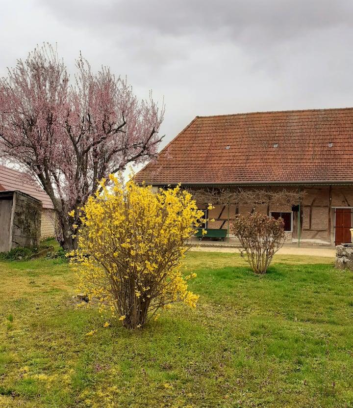 maison de vacances à la ferme en Bourgogne. 4/5 P.