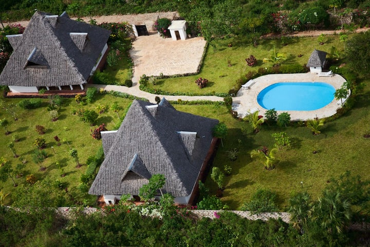 Villa Holly with swimmimg pool and large garden
