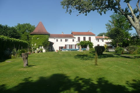 Bed & Breakfast with beautiful pool and gardens