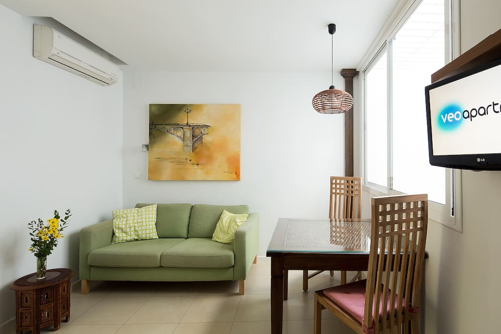 The accommodation has air conditioning, internet connection and flat-screen TV.