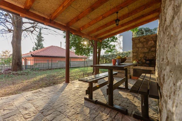 Orahovac Stone House - Orahovac