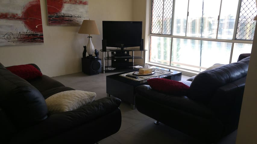 Waterfront close to shops, beach - Broadbeach - Appartement