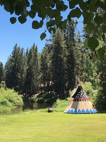 A River Runs Thru it! Real Tipi Glamping for 2.