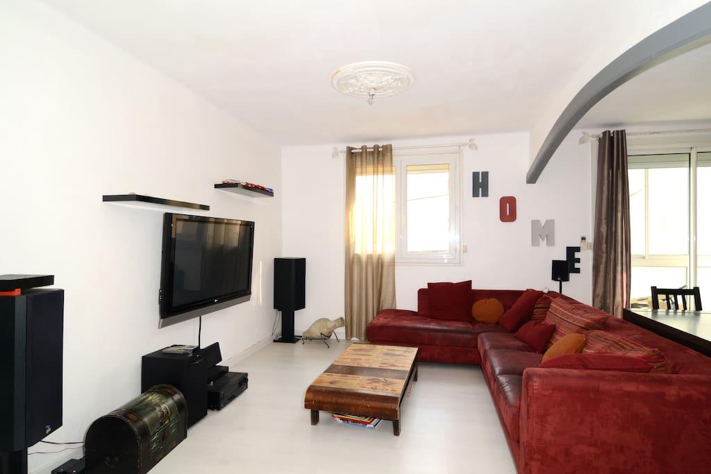 Le salon / séjour avec climatisation reversible