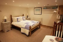 fully furnished cosy freshwater bay apartment
