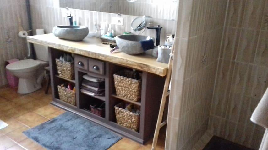 Chambres privées dans maison .