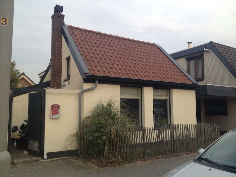 Old dutch house houses for rent in wijk aan zee nh for Classic dutch house of 60m2