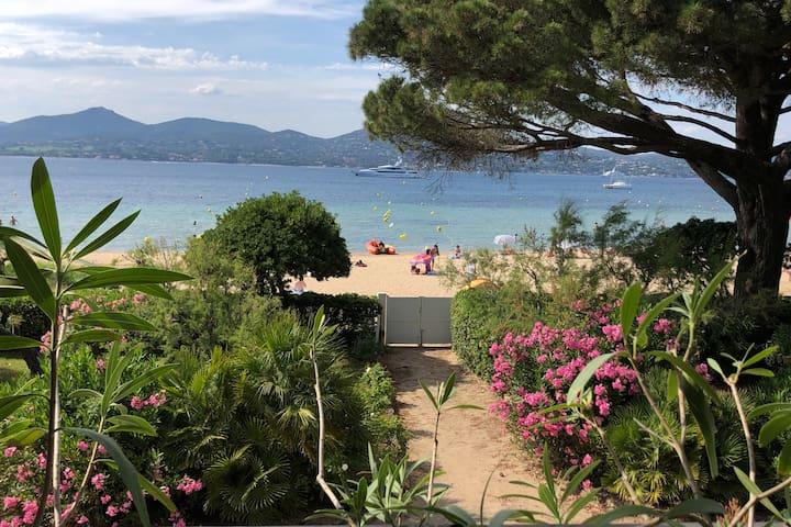 Les pieds dans l'eau à Saint-Tropez ****