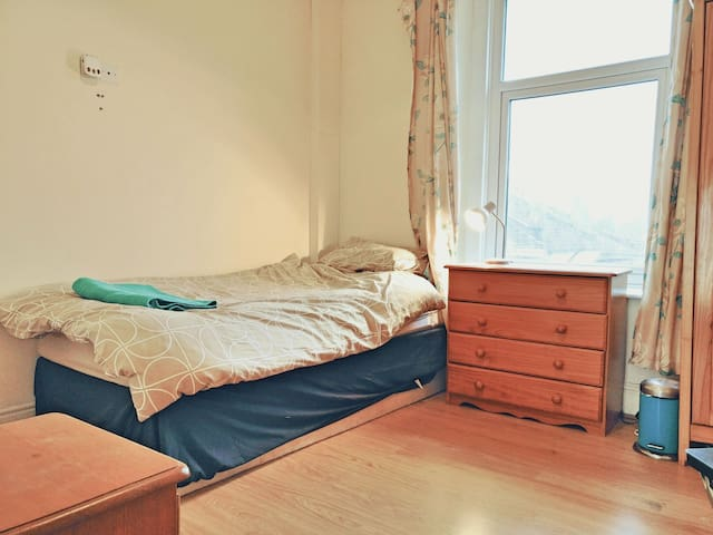 City Stay - Single Bed, Ensuite: Chestnut Room - Bristol - Bed & Breakfast