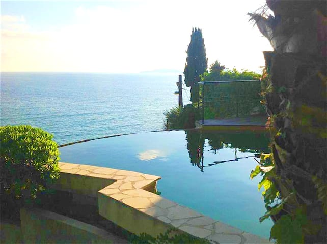 Villa with 3 bedrooms in Marseille, with wonderful sea view, private pool, enclosed garden