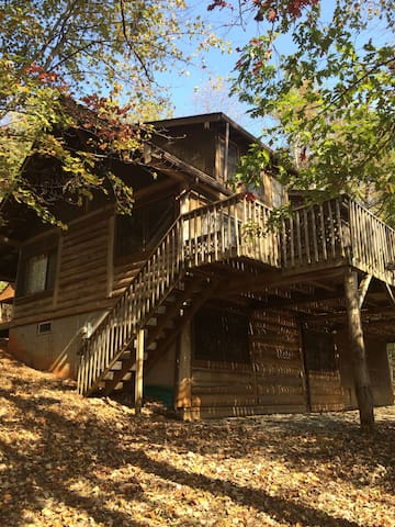 Post-and-beam Cabin on 100 Acre Nature Preserve - Millers Creek - Mökki