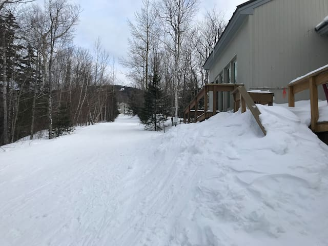 Family Friendly 2 Bedroom Trailside Condo.