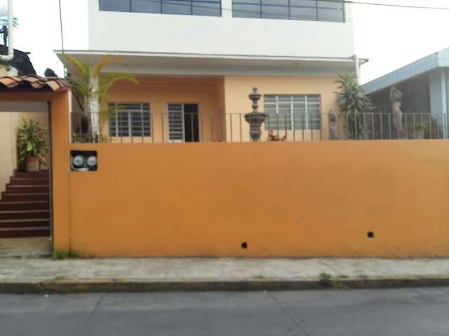 Casa entera con 3 habitaciones - Coatepec - Huis