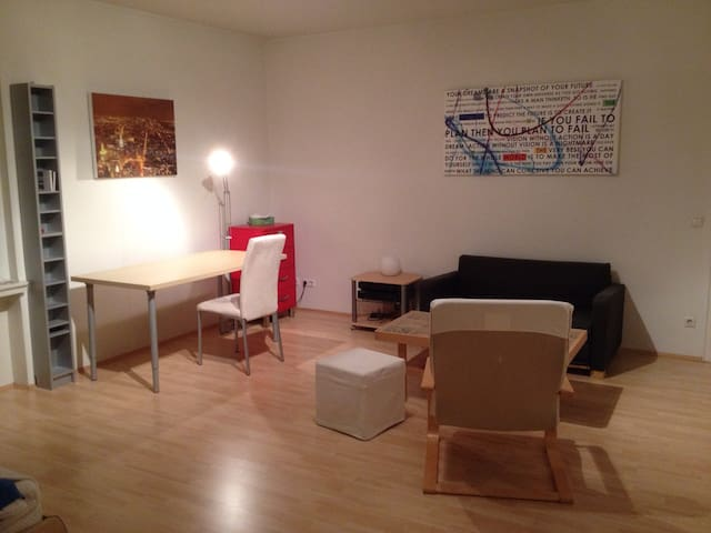 Spacious room near central station and inner city - Munic - Pis