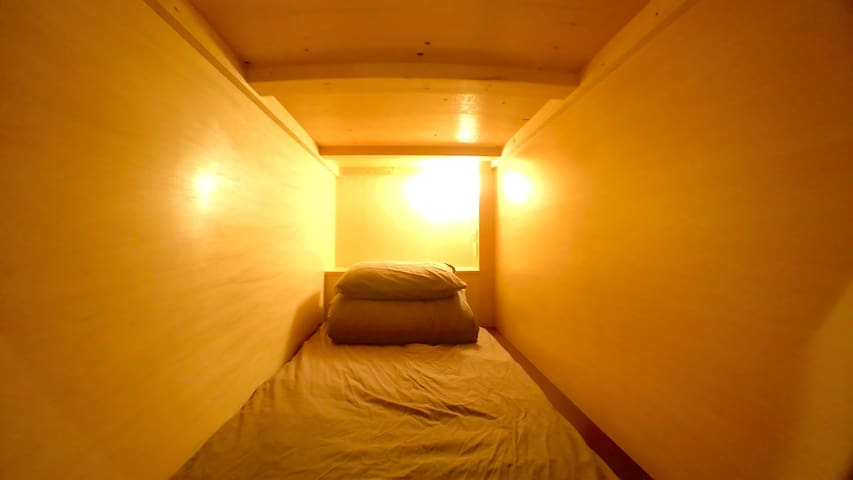 14 Capsule Room-Single Bed-Lower-01