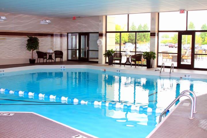 Relaxing Retreat! Studio Suite in Liverpool | Shared Indoor Pool + Business Center