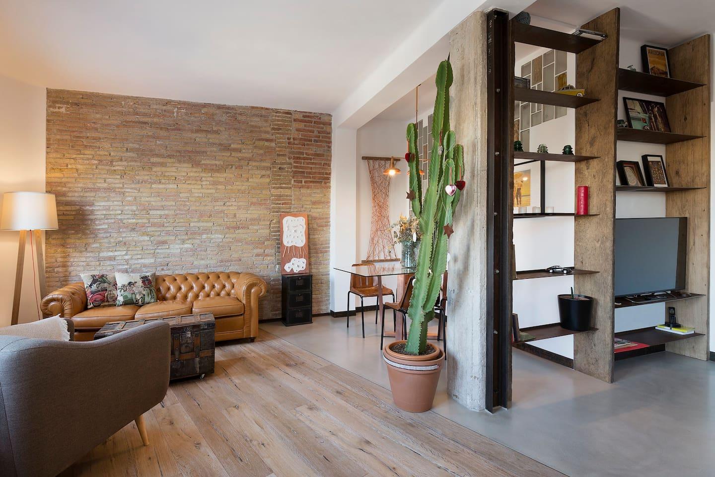 Lounge and dining area/Salón comedor