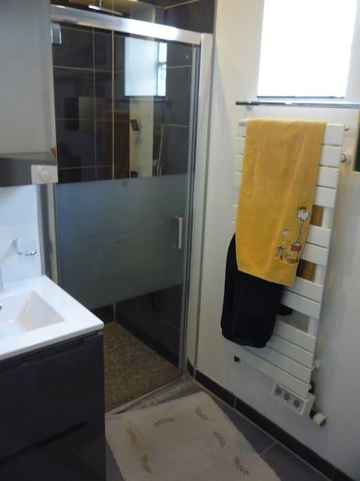 Location chambre tout confort chambres d 39 h tes louer for Chambre d hote paris pas cher