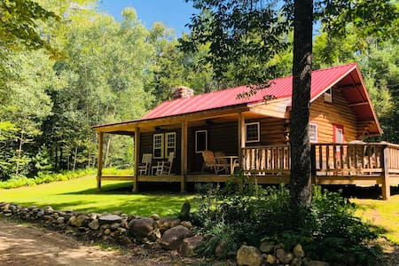Beautiful Secluded Log Cabin