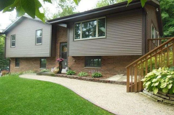 2017 U.S. Open House Rental - Hartford, WI - Hartford - Huis