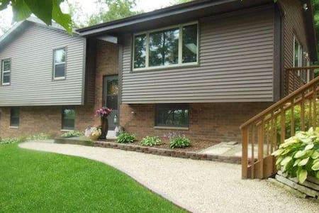 2017 U.S. Open House Rental - Hartford, WI - Hartford - Talo